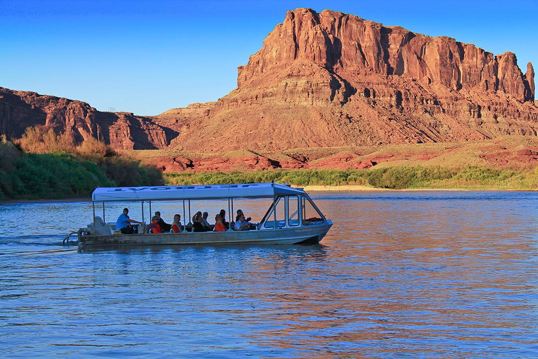 jet boat and buttes